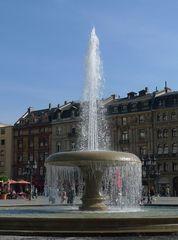 Brunnen - Brunnen, Springbrunnen, Wasser, Fontäne, Wassergewinnung, Grundwasser, Wasserzulauf, Wasserförderung, Zierbrunnen