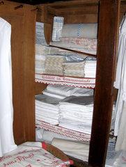 Aussteuer #2 - Aussteuer, Mitgift, Braut, Hochzeit, Heirat, Wäsche, Weißwäsche, Haushalt, Schrank