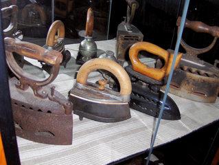 Bügeleisen - Bügeleisen, Eisen, bügeln, heiß, Kohle, erhitzen, schwer, Haushaltsgerät, alt, Küchengerät, plätten, Plätteisen
