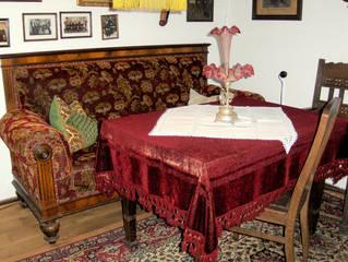 Wohnzimmer - Wohnzimmer, Gute Stube, Wohnstube, Sofa, unbequem, Tisch, Stühle, altmodisch, Tischdecke