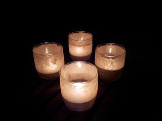 4  Kerzenlichter - Kerze, Licht, Nacht, Flamme, hell, Feuer, Meditation, Kerzen, Schreibanlass, Erzählanlass, Advent, vier, brennen, leuchten