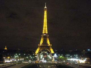 Eiffelturm bei Nacht - Eiffelturm, Eiffel, tour Eiffel, Paris, Nacht, Nachtaufnahme, Stadt bei Nacht, Sehenswürdigkeit, Wahrzeichen, Symbol, Stahlfachwerkturm, Stahl, hoch