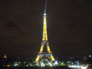 blinkender Eiffelturm bei Nacht - Eiffelturm, Eiffel, tour Eiffel, Paris, Nacht, Nachtaufnahme, Stadt bei Nacht, Sehenswürdigkeit, Wahrzeichen, Symbol, Stahlfachwerkturm, Stahl, hoch