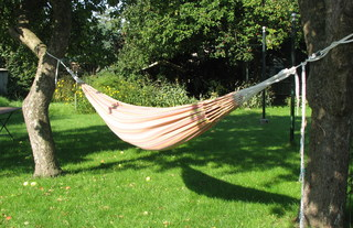 Hängematte #2 - Hängematte, Garten, Schlafen, Entspannen, Baum, Seele baumeln lassen, hängen, ausruhen, faulenzen, Freizeit, Urlaub