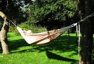 Hängematte #3 - Hängematte, Schlafen, Entspannen, Baum, Seele baumeln lassen, Garten, hängen, ausruhen, faulenzen, Freizeit, Urlaub