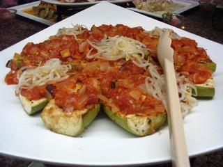Gefüllte Zucchini - gefüllte Zucchini, Vorspeise, Tomaten, Zucchini, Gemüse, Oliven, Zwiebeln, Antipasti, Antipasto
