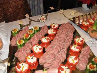Kalte Platte - Buffet, kalte Platte, gefüllte Tomaten, gefüllte Gurken, Gemüseblüten, Dekoration, Anrichten