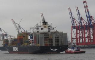 Schlepper zieht Containerschiff - Hamburg, Hafen, Elbe, Hamburger Hafen, Schlepper, Container, Containerschiff, Transport, Gütertransport, Frachtschiff, Ladekräne, Ladekran