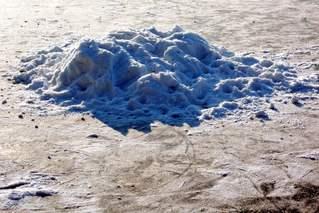 Schnee auf Eis - Schnee, Eis, Winter, kalt, Licht, Schatten, hart, Gegensatz, Perspektive, Dichte, Physik, Aggregatzustand