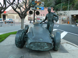 Fangio-Denkmal in Monaco - Monaco, Fangio, Rennfahrer, Rennstrecke, Welmeister, fünffach, fünfmalig, Formel 1, Grand Prix, Denkmal, Standbild, Monument, Weltmeister, Auto, Rennwagen