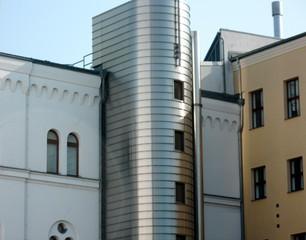 Fassade  - Fassade, Perspektive, Ansicht, Blickpunkt, Rundung, Ecke, Linie, Linienführung, Metallverkleidung, Putz, Kunst