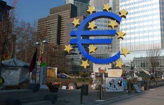 Eurosymbol - Euro, Occupy, Eurosymbol, Eurozeichen, Währung, Währungszeichen, Währungssymbol, Gemeinschaftswährung, europäisch, Eurpopäische Union, Europäische Gemeinschaft, EU, EG, Frankfurt