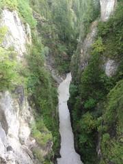 Schlucht - Klamm, Alpen, Schlucht, Schweiz, Gebirge, Gebirgsbach, Schlucht, Felsen, Bäume, Bach, steil, schroff, senkrecht, eingeschnitten, Wasserkraft