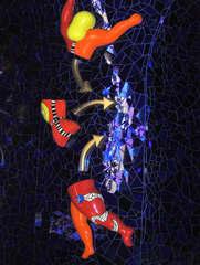 Niki de Saint-Phalle: Detail in der Grotte #3 - Figur, Niki de Saint Phalle, gelb, rot, blau, Glas, Mosaik, Spiegel, Grotte, Herrenhäuser Gärten, Bildhauerin, Skulptur, Kunst, ModernArt, Figur