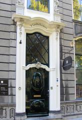 Haustür in Südholland #1 - Tür, Haustür, Eingang, Oberlicht, Südholland, Ornament, Schmuck, Stuck, Stukkatur, Hochglanz, glänzend, blank, vornehm, edel