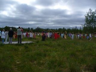 Das Stille Volk 3 - Nordfinnland, Das Stille Volk, Kunstwerk, 1200 Vogelscheuchen, bekleidet