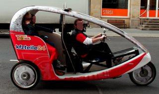 Motor-Rikscha - Autorikscha, Motorrikscha, Personenbeförderung, Verkehr, motorbetrieben, Verkehrsmittel, rollen, fahren, treten, Transport, transportieren, Fahrrad, Rad, Räder, rollen, bewegen, Dreirad, Rikscha, Taxi