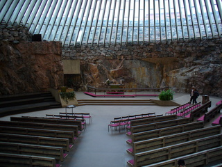Helsinki Felsenkirche - Finnland, Helsinki, Felsenkirche, Kirche, Felsmauern, Glasfenster, Kupferdach, Akustik, Altar, Bänke, Blumenschmuck