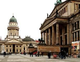 Gendarmenmarkt Berlin - Berlin, Hauptstadt, Bezirk Mitte, Sehenswürdigkeit, Dom, Konzerthaus, Deutscher Dom, historisch, Platz, Baudenkmal