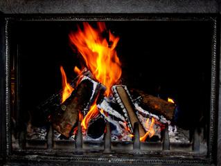Kaminfeuer - Kamin, Kaminfeuer, Feuer, Flamme, Flammen, gelb, orange, flackern, lodern, Holz, Scheite, Holzscheit, züngeln, Glut, Asche, brennen, verbrennen, Verbrennung, Wärme, Hitze, Rauch, Meditation, knistern