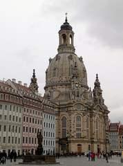 Frauenkirche in Dresden aus anderer Perspektive - Dresden, Frauenkirche, Kirche, Barock, Denkmal, Mahnmal, Symbol, Wiederaufbau, Kuppelbau, Monumentalbau, Sakralbau, Fassade, Sachsen