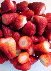 Erdbeeren geputzt - Erdbeeren, Erdbeere, Obst, geputzt, zubereitet, gewaschen, Obst, Ernährung, ernähren, essen