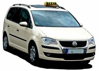 Taxi - Taxi, PKW, Auto, Verkehrsmittel, Individualverkehr, Personenkraftwagen, Kraftwagen, Großraumlimousine, Kompaktvan, Van, Kraftfahrzeug, Fahrzeug, Fünftürer, Personenbeförderung, Personenverkehr, motorisiert, rollen, Dachschild, gelb, Taxi-Farbe