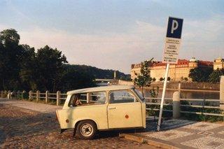 Trabbi-Anhänger - Trabbi, Anhänger, Parkplatz, Trabant, Verwandlung, Improvisation, Fundsache, Trabi, Schreibanlass, Auto
