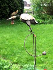 Windspiel im Garten - Vogel, Windspiel, Holz, Metall, beweglich, Gleichgewicht, Gegengewicht, Bewegung, Wind, Physik, Kraft, Wippe, Waage, Rost, Schwerpunkt