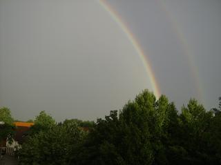 Regenbogen - Regenbogen, Regen, Wolken, Spektralfarben, kreisbogenförmig, Farben, atmosphärische Optik, Optik, Brechung, Lichtbrechung, Reflexion, Hauptregenbogen, Nebenregenbogen, Wetter, Farbzerlegung