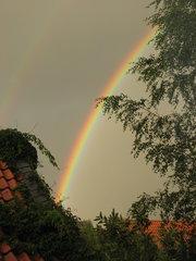 Regenbogen - Regenbogen, Wolken, Regen, Brechung, Lichtbrechung, Optik, Spektralfarben, Reflexion, Farbzerlegung, Wetter