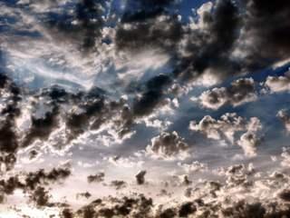 Ausblick in den Himmel +2 - Wolken, Kontrast, Meditation, Ansicht, Licht, wolkig, Wetter, Schönwetter, Hintergrund, Wallpaper, Layout