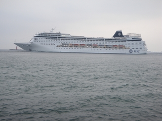 Kreuzfahrtschiff - Schiff, Meer, Kreuzfahrt, Salzwasser, Passagierschiff, Abend, Licht, Rettungsboot, Urlaub