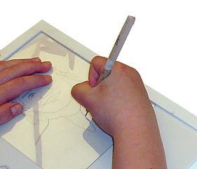 Arbeit mit der Radiernadel - Kunst, Portrait, Selbstportrait, durchpausen, Arbeitsschritt, zeichnen, nachzeichnen, kopieren, übertragen, Radiernadel, Nadel, Plexiglas
