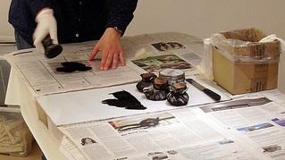 Arbeitsschritt Farbeauftrag auf Druckplatte  - Kunst, Portrait, Selbstportrait, auftragen, Farbauftrag, Drucktampon, Tampon, Arbeitsschritt, zeichnen, kopieren, übertragen, Radiernadel, Nadel