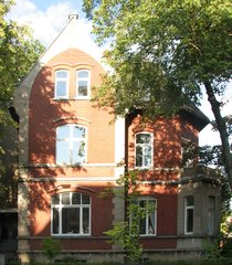 Alfeld/Leine - Carl-Benscheidt-Haus im Bauhausstil - Alfeld, Wohnhaus, Denkmal, Denkmalschutz, Bauhaus, Klinkerstein, Giebel, Erker, rot, weiß