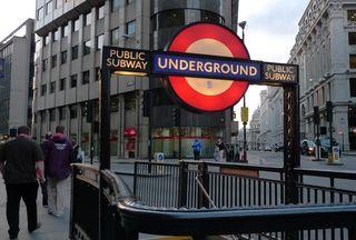 Zugang zur U-Bahn - underground, tube, Metro, Subway, U-Bahn, Untergrundbahn, U-Bahnstation, London, Verkehrsmittel, Transport