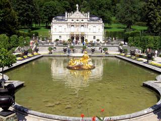 Schloss Linderhof - Schloss, Linderhof, Ludwig II, Bayern, Ettal, Märchenkönig, Lustschloss, Lustschlösser, Gebäude, Bauwerk, 19 Jahrhundert, Südfassade, historistischer Stil