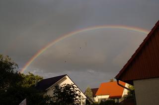 Regenbogen - Regenbogen, Regen, Wolken, Spektralfarben, kreisbogenförmig, Farben, atmosphärische Optik, Optik, Brechung, Lichtbrechung, Reflexion, Wetter, Farbzerlegung, Wettererscheinung
