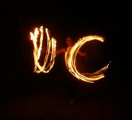 Feuershow1 - Feuer, Jonglieren, Zirkus, Licht, Lichtspuren, Langzeitbelichtung
