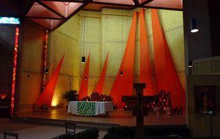 Taizé 01 - Altarraum - Taizé, Altar, Altarraum, Apsis, Ökumene, Konfession
