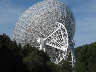 Radioteleskop Effelsberg#3 - Radioteleskop, Effelsberg, Radioastronomie, Astronomie, Radiowellen, Radiospiegel, Parabolspiegel, Brennpunkt, reflektieren, Messgerät