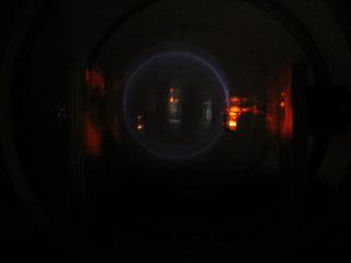 Massenbestimmung mit dem Fadenstrahlrohr #2 - Physik, Kräfte im Magnetfeld, Fadenstrahlrohr, Masse des Elektrons, spezifische Ladung, Helmholzspule, Elektronenstrahl