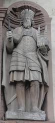 Ludwig der Fromme - Kaiser, Statue, Sandstein, Ludwig I., Kaiser Ludwig, Ludwig der Fromme, Frankenreich, Karolinger, Corvey, Kloster, Zepter, Machtinsignien, Krone, Kaiserkrone, Umhang, Stiefel