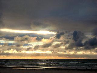 Abendhimmel - Himmel, Horizont, Abend, Abendhimmel, Wolken, Sonne, Strahlen, Licht, dunkel, Wetter, Impressionen, Dämmerung, Sonnenuntergang, Abendrot, Abendstimmung, Meer, Küste, Wasser, Stimmung