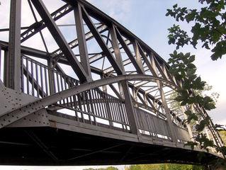 Eisenbrücke - Eisenbrücke, Stahl, Fußgängerbrücke, Konstruktion, Brücke, Bogen, Bögen, Nieten, 19 Jahrhundert, Geländer, Baukunst, Ingenieurskunst, Brückenbau, Mathematik