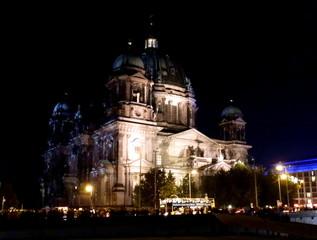 LichtKunst Berliner Dom - Berlin, Deutschland, Licht, Kunst, Nacht, dunkel, Installation, Wahrzeichen, Akzente, leuchten, Sehenswürdigkeiten, Illumination, lichtkünstlerische Projektionen, Projektion, Lichteffekte, Effekt