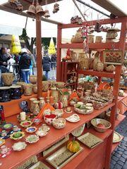 Marktstand#2 - Markt, Stand, Marktstand, Verkaufsstand, Verkauf, verkaufen, einkaufen, Handel, handeln, Händler, Keramik, Herbst