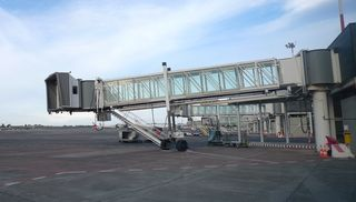 Gangway - Gangway, Flugsteig, Flughafen, Airport, Zugangsbrücke, Zugangstreppe, Fluggasttreppe