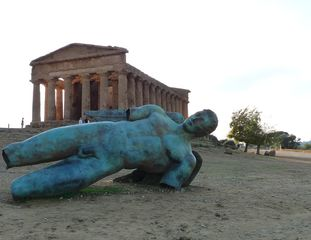 Ikarus - Ikarus, Skulptur, Statue, Valle dei Templi, Agrigent, Flügel, Mythos, Mythologie, griechisch, Sohn, Daidalos, gefallen, abgestürzt